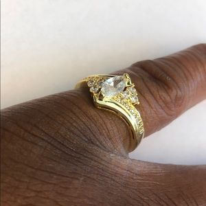 Jewelry - Gold ring size 9